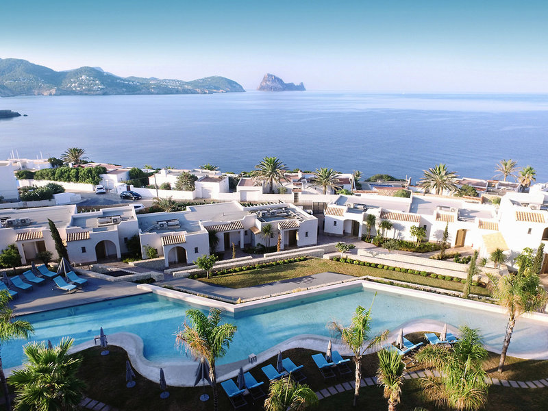Hotel Entspannter Außenbereich mit Ausblick auf das Meer. Luxuriös Cocktails schlürfen im 7PINES KEMPINSK von oben