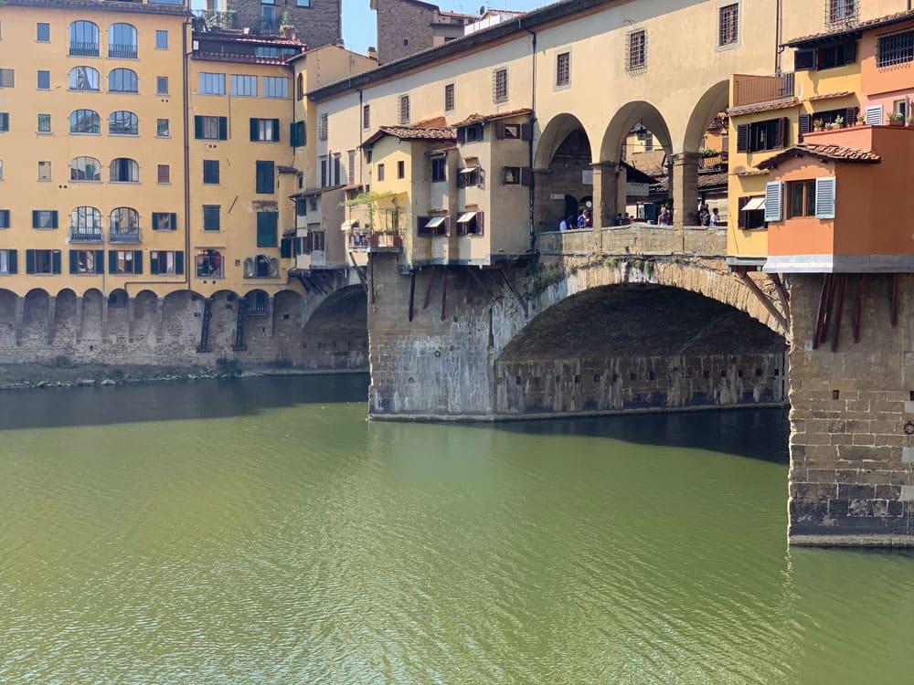 Brücke und Kanal in Florenz _italien